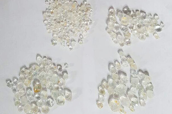 diamonds_18ED7E354-8352-C2BD-EA28-CEB4526F1445.jpg